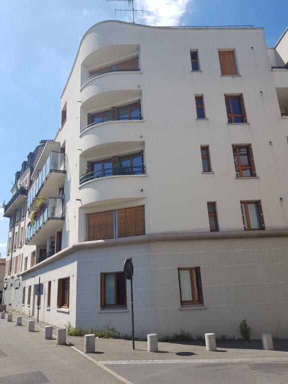 Appartement à louer 2 52m2 à Saint-Denis vignette-1