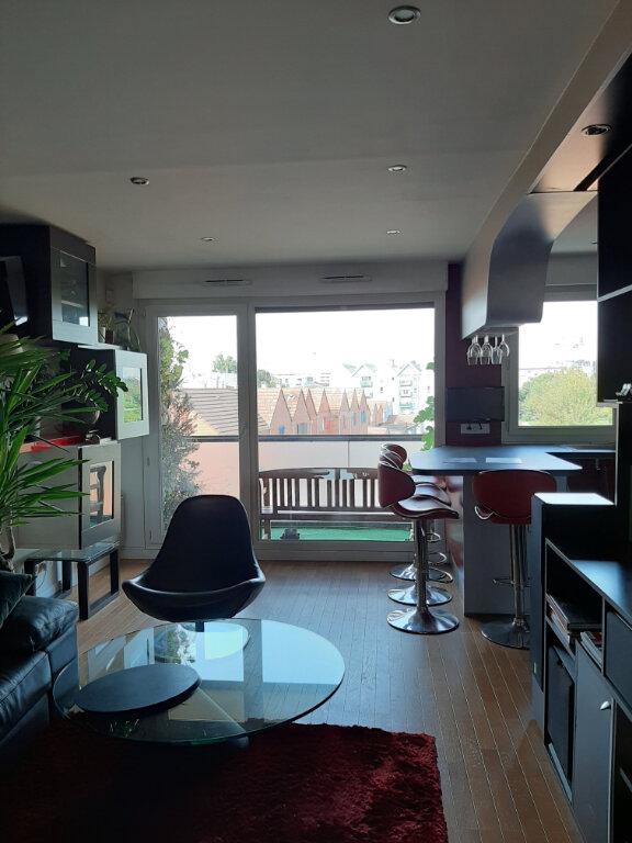 Appartement à louer 3 65m2 à Aubervilliers vignette-1