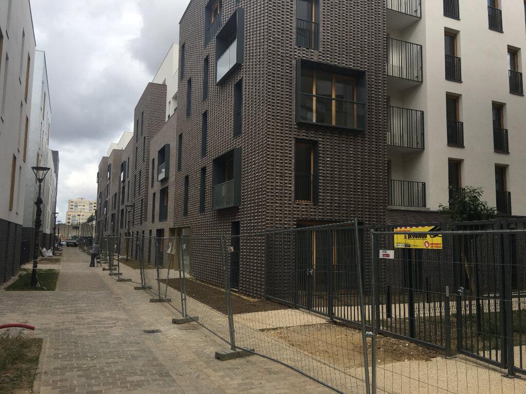 Appartement à louer 4 85m2 à Aubervilliers vignette-1