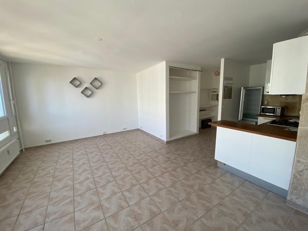 Appartement à louer 2 45m2 à Paris 19 vignette-2