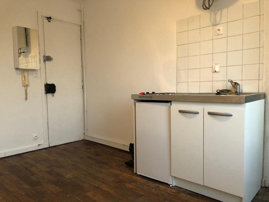 Appartement à louer 1 13m2 à Paris 17 vignette-4