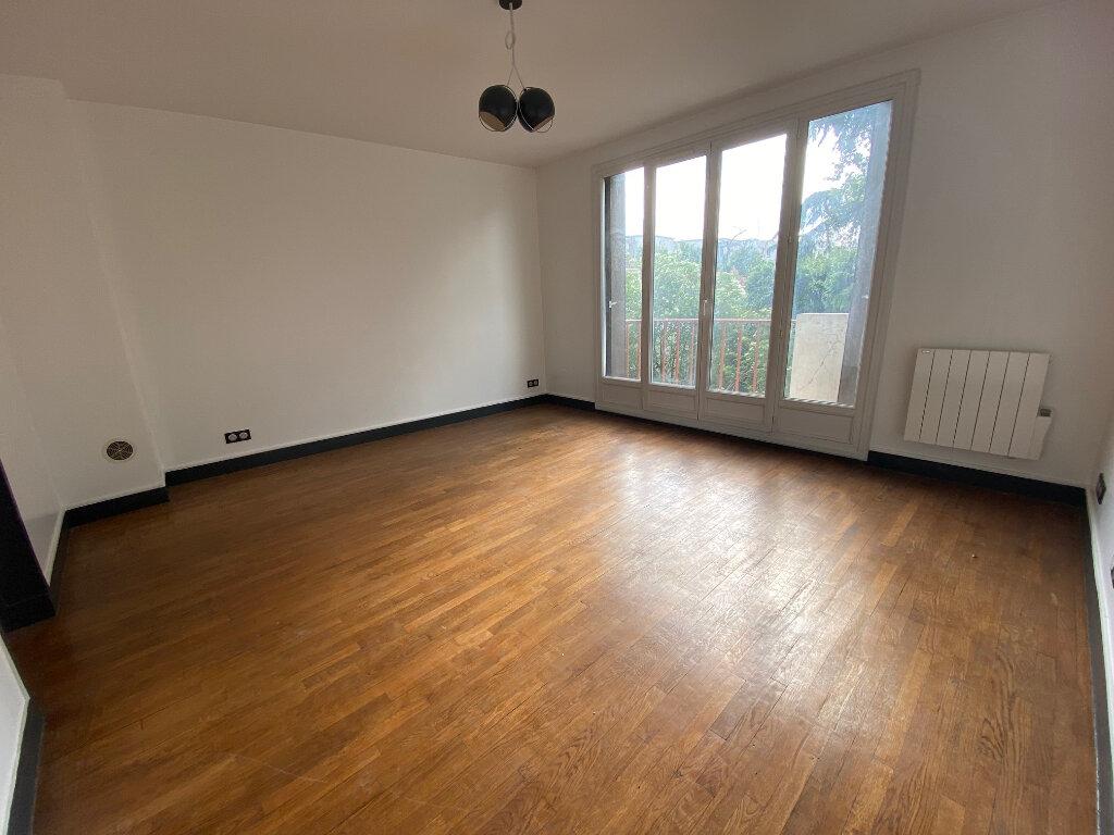 Appartement à louer 3 59m2 à Aubervilliers vignette-1