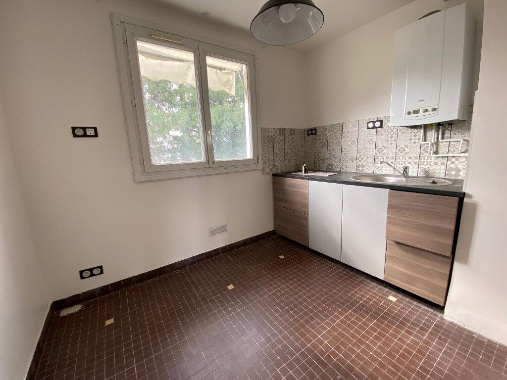 Appartement à louer 3 59m2 à Aubervilliers vignette-2