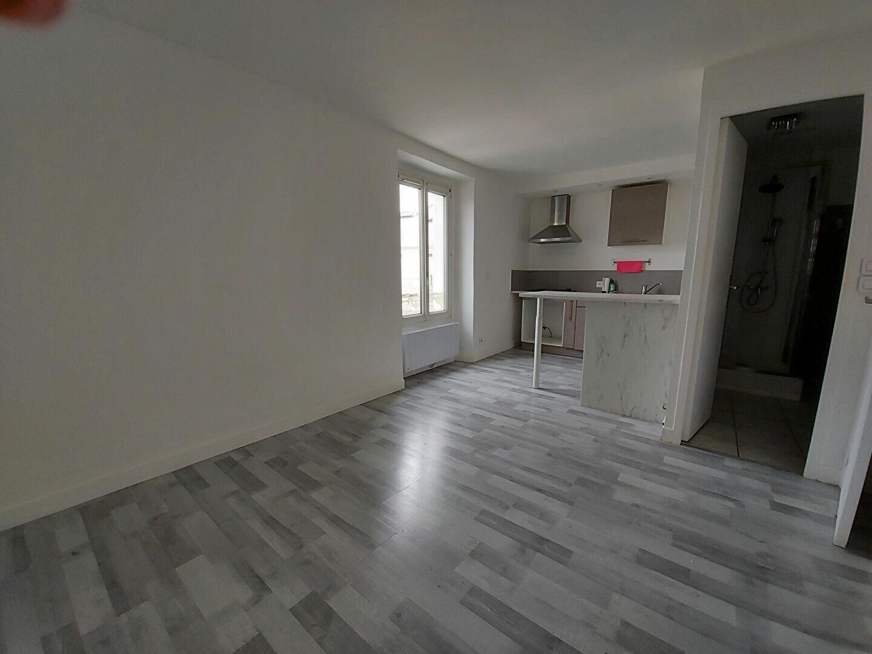 Appartement à louer 2 28m2 à Ozoir-la-Ferrière vignette-3