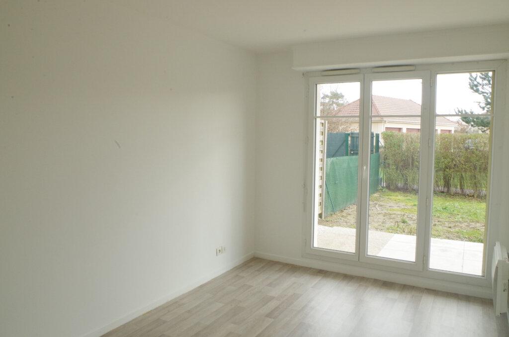 Appartement à louer 2 43m2 à Roissy-en-Brie vignette-4