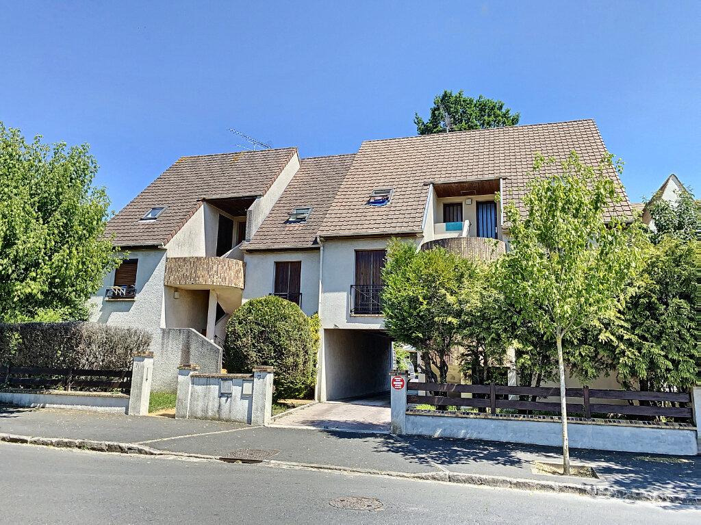 Appartement à louer 1 34m2 à Pontault-Combault vignette-1