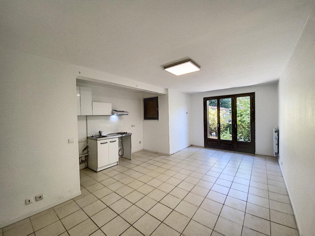 Appartement à louer 1 34m2 à Pontault-Combault vignette-2