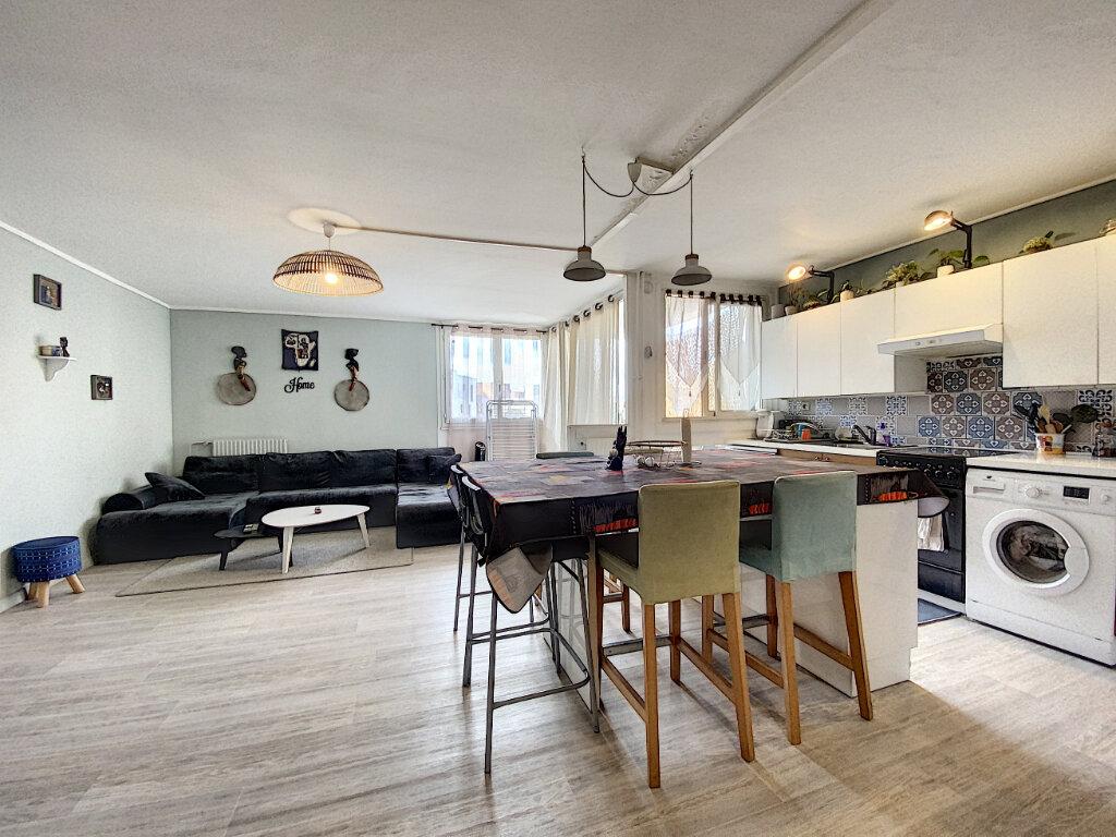 Appartement à louer 4 79m2 à Roissy-en-Brie vignette-1
