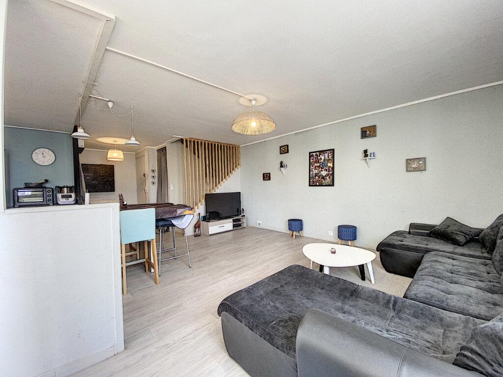 Appartement à louer 4 79m2 à Roissy-en-Brie vignette-2