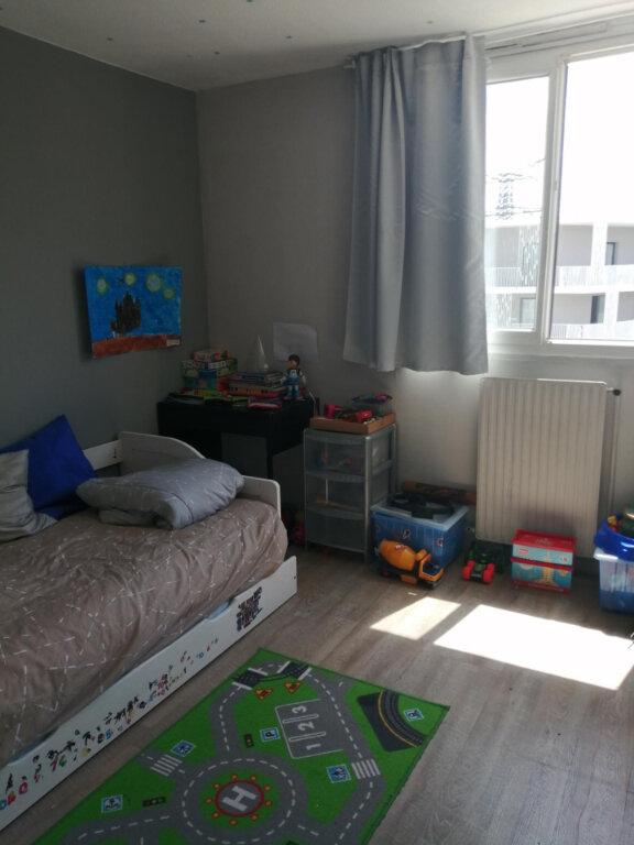 Appartement à louer 4 79m2 à Roissy-en-Brie vignette-3