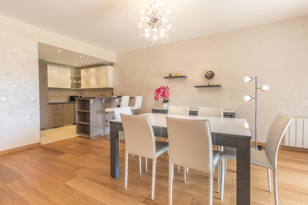 Appartement à louer 3 100m2 à Théoule-sur-Mer vignette-3