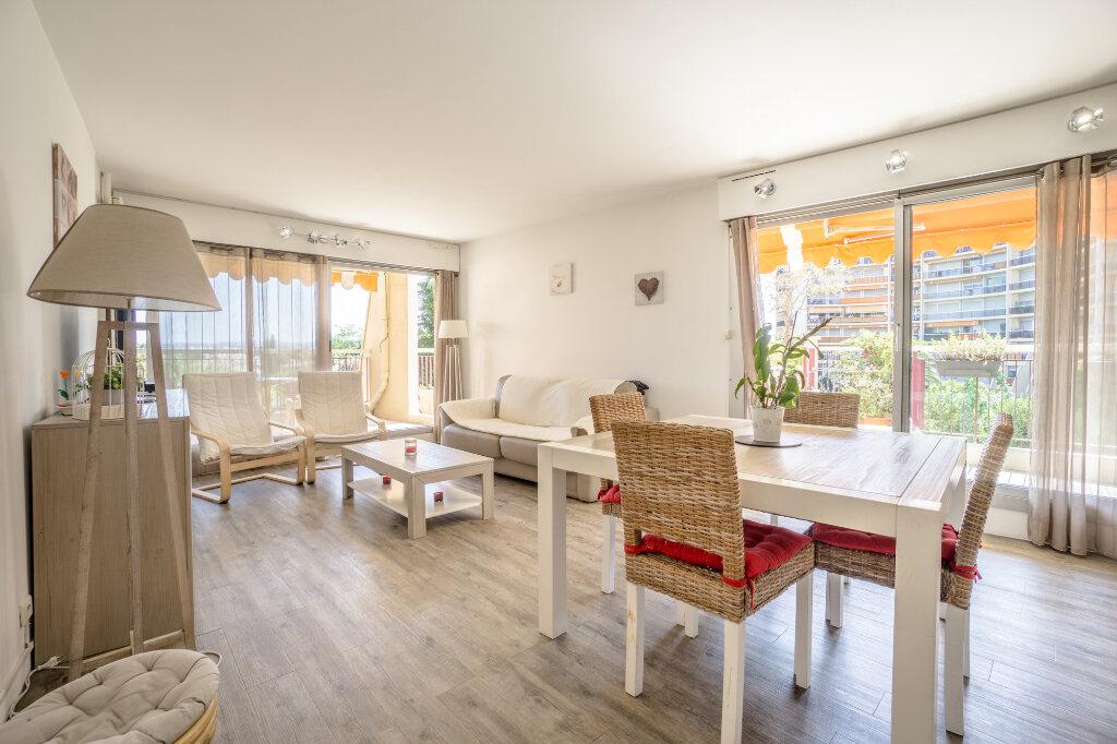Appartement à vendre 3 69.37m2 à Mandelieu-la-Napoule vignette-2
