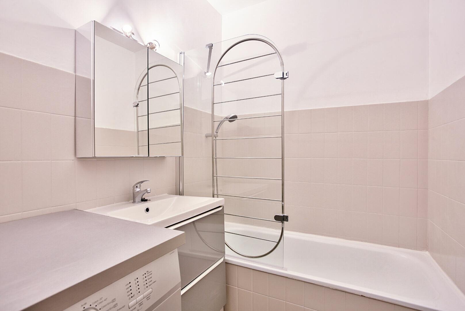 Appartement à louer 2 34.11m2 à Mandelieu-la-Napoule vignette-9