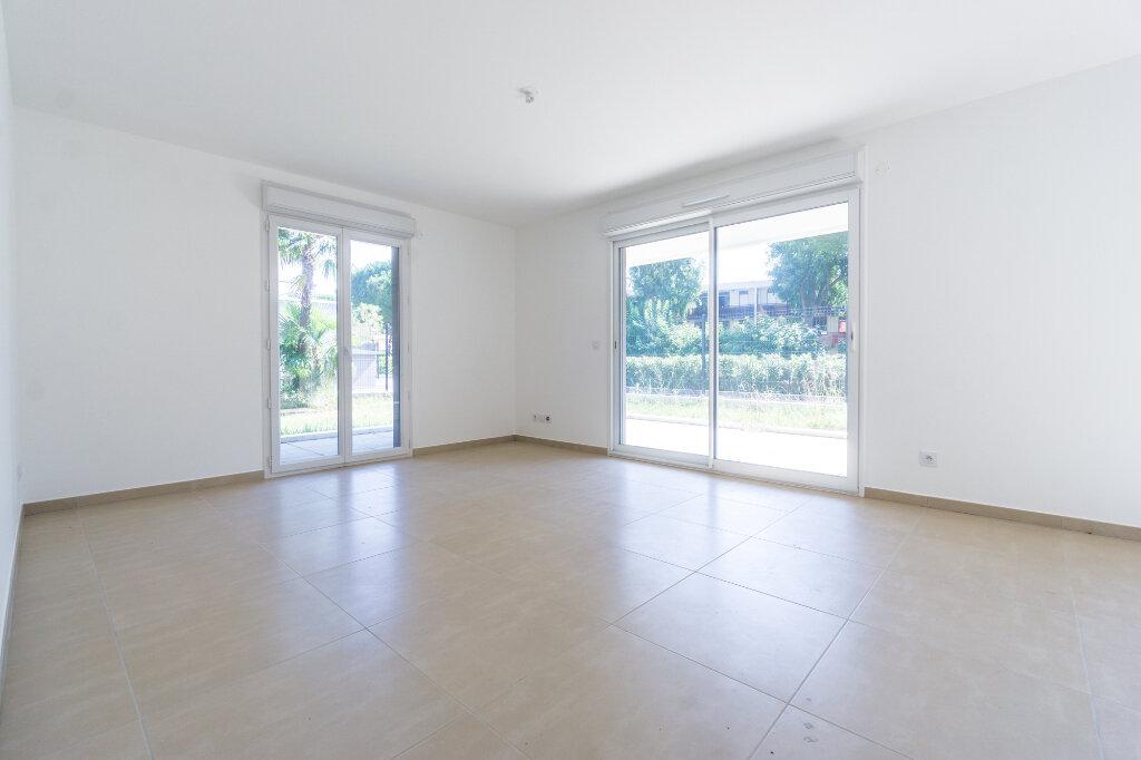 Appartement à louer 3 66.45m2 à Mandelieu-la-Napoule vignette-2