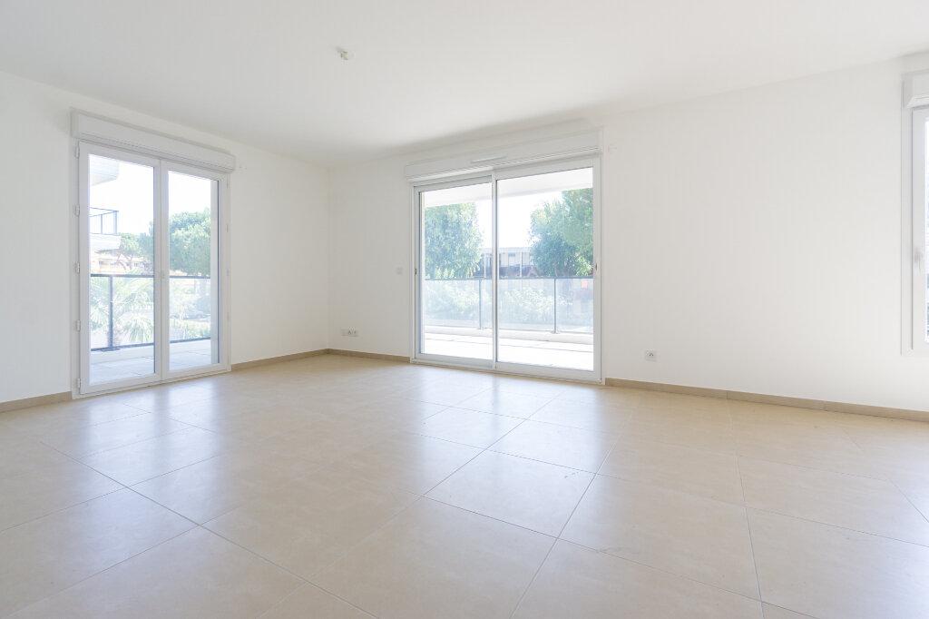 Appartement à louer 3 64.14m2 à Mandelieu-la-Napoule vignette-3