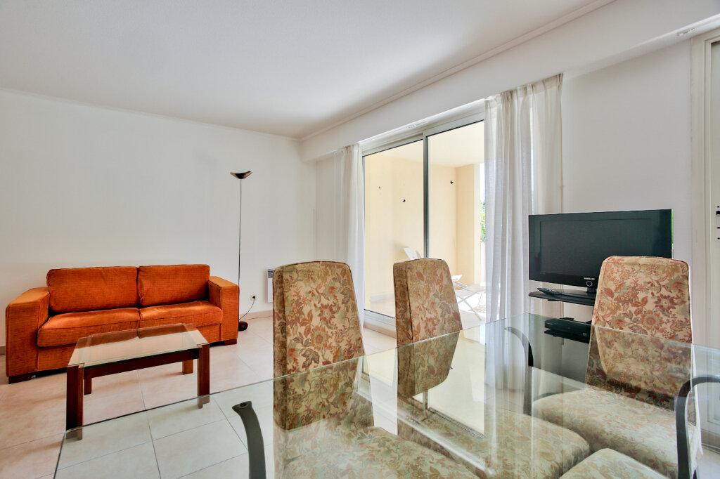 Appartement à louer 4 82.62m2 à Mandelieu-la-Napoule vignette-6