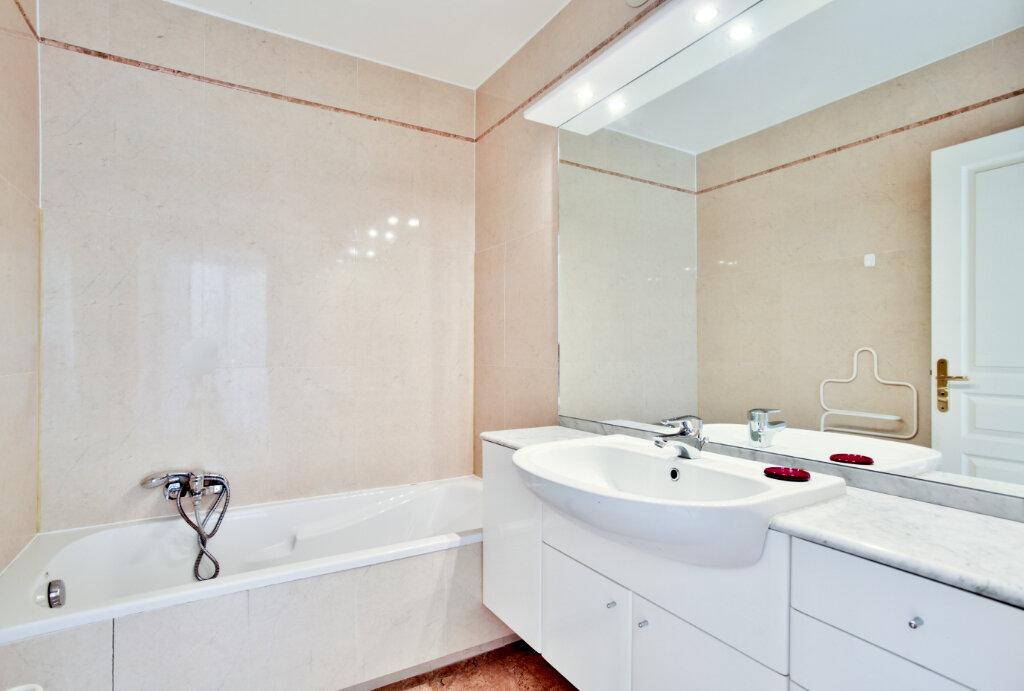 Appartement à louer 4 82.62m2 à Mandelieu-la-Napoule vignette-12