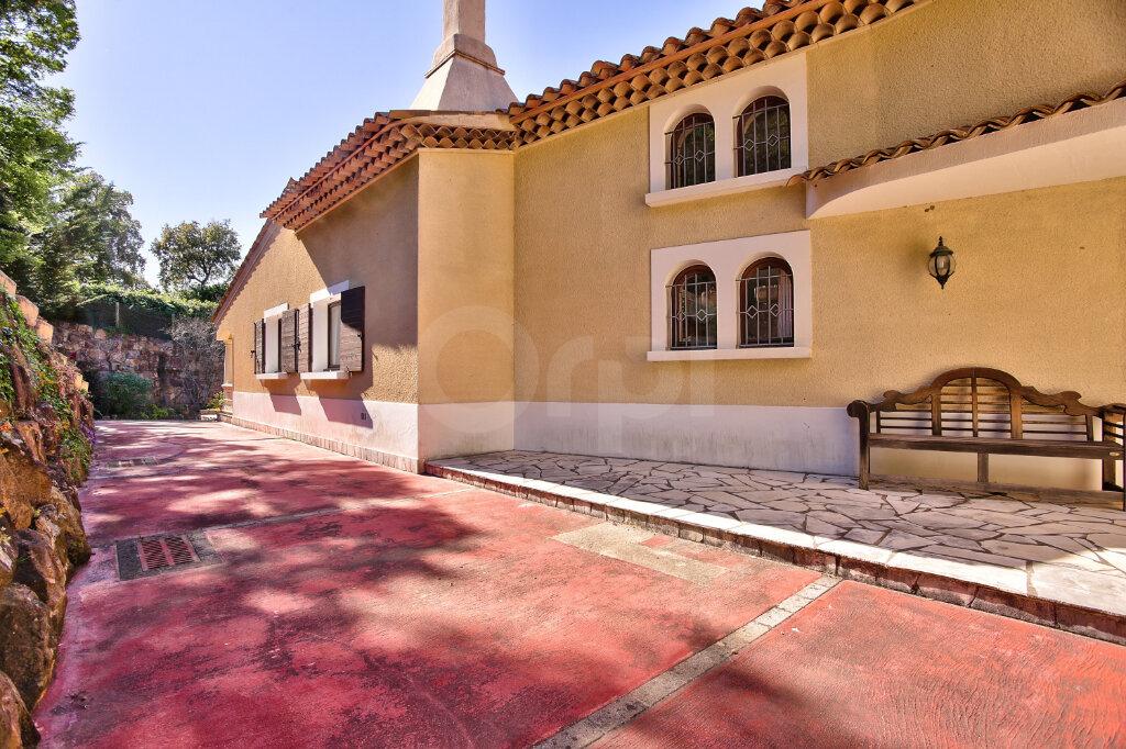 Maison à vendre 8 300m2 à Fréjus vignette-16