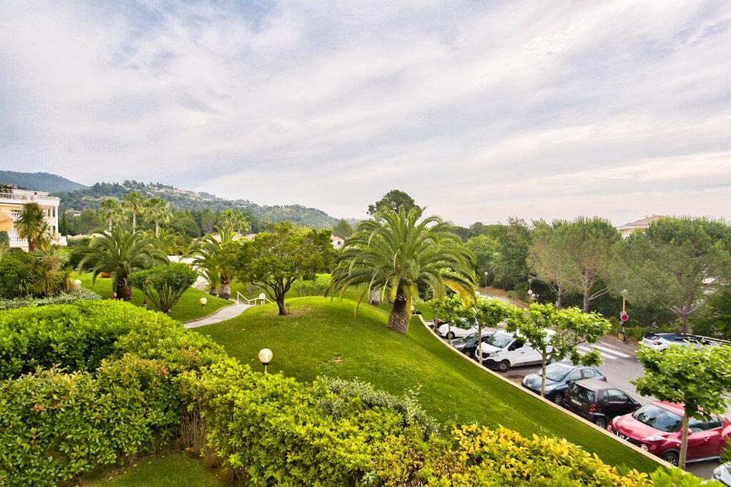 Appartement à louer 3 62.05m2 à Mandelieu-la-Napoule vignette-2