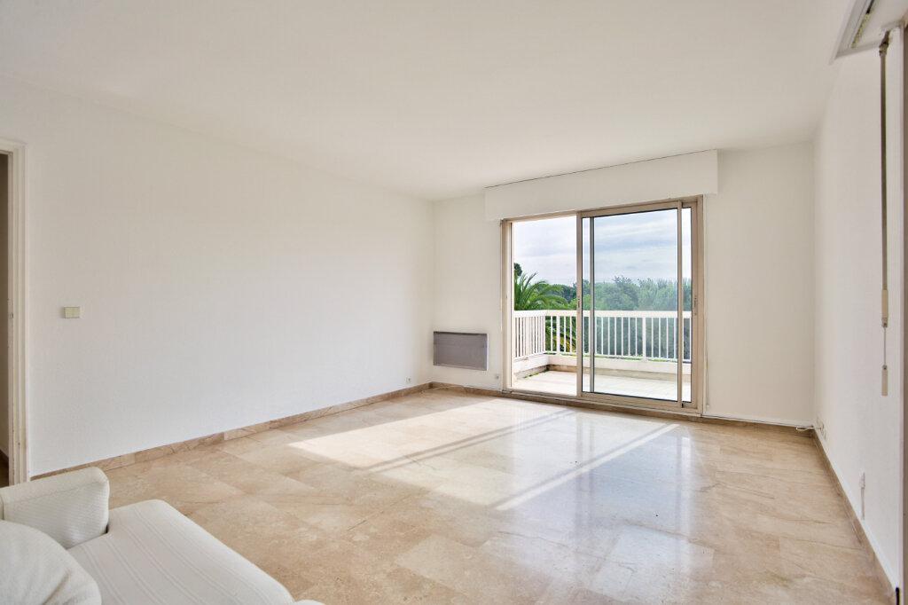 Appartement à louer 3 62.05m2 à Mandelieu-la-Napoule vignette-4