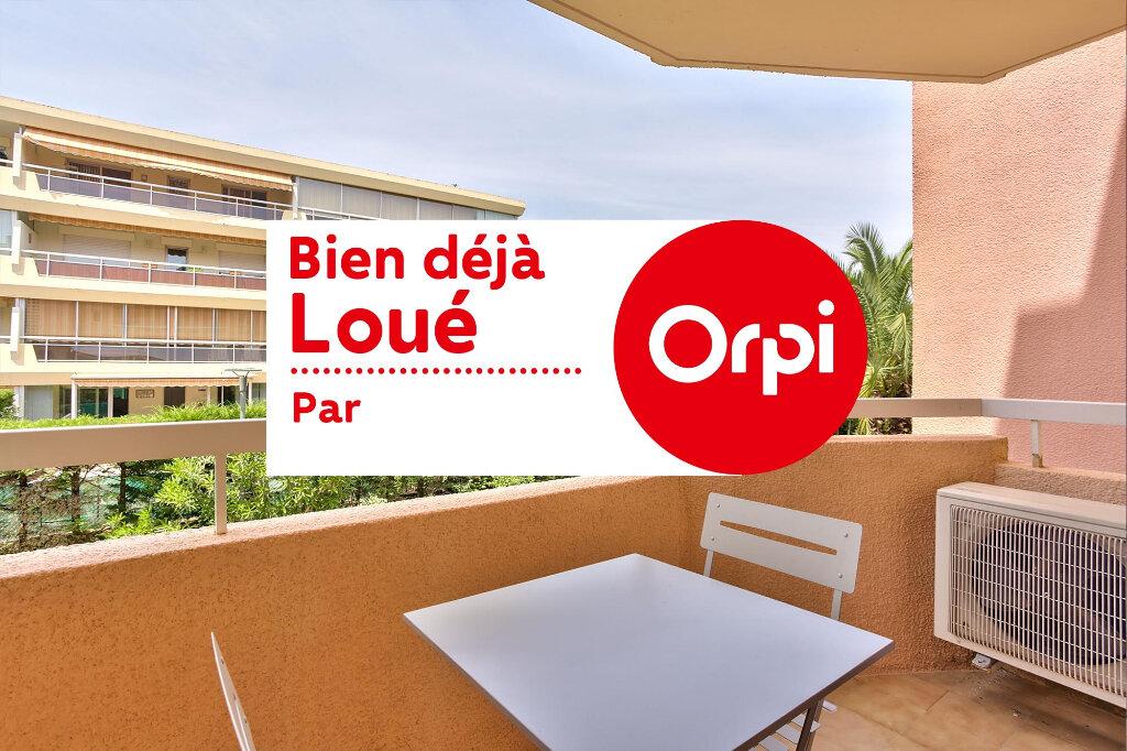 Appartement à louer 3 51.25m2 à Mandelieu-la-Napoule vignette-1