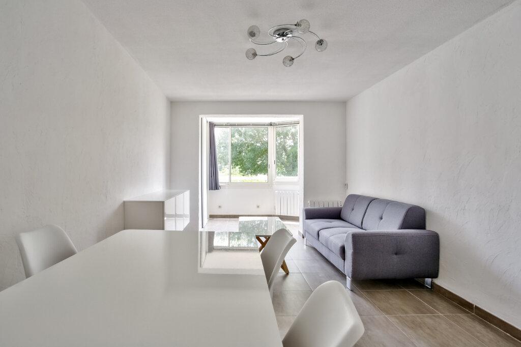 Appartement à louer 3 51.25m2 à Mandelieu-la-Napoule vignette-4