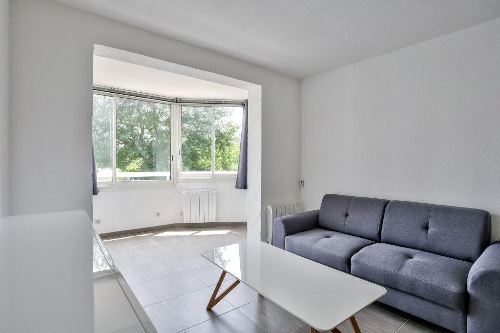 Appartement à louer 3 51.25m2 à Mandelieu-la-Napoule vignette-6