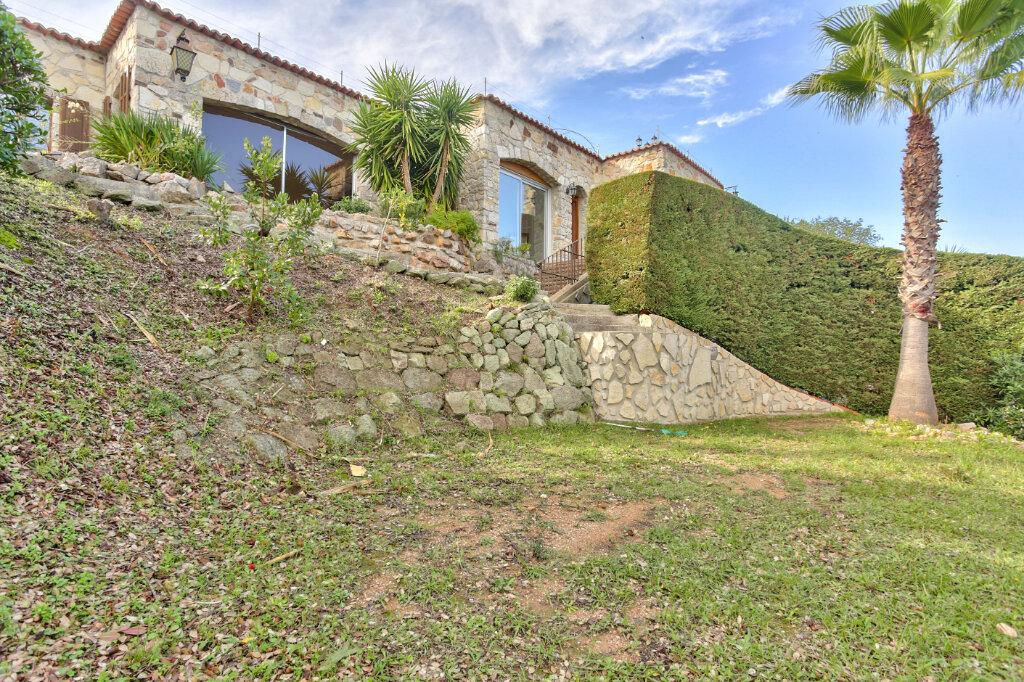 Maison à louer 5 130m2 à Mandelieu-la-Napoule vignette-3