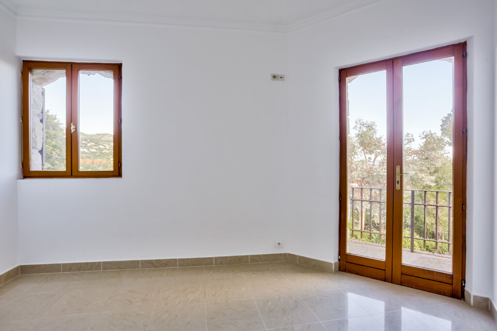 Maison à louer 5 130m2 à Mandelieu-la-Napoule vignette-12
