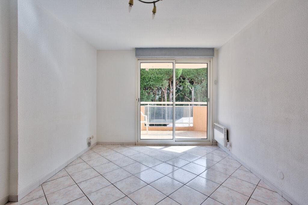 Appartement à louer 2 30.7m2 à Mandelieu-la-Napoule vignette-3