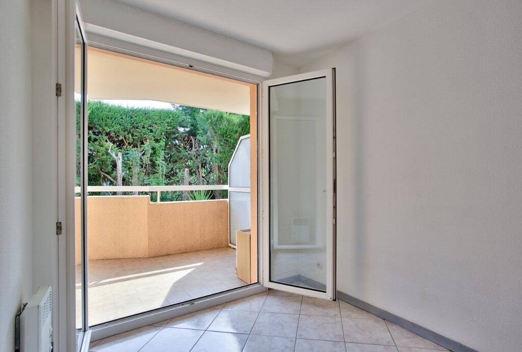 Appartement à louer 2 30.7m2 à Mandelieu-la-Napoule vignette-8
