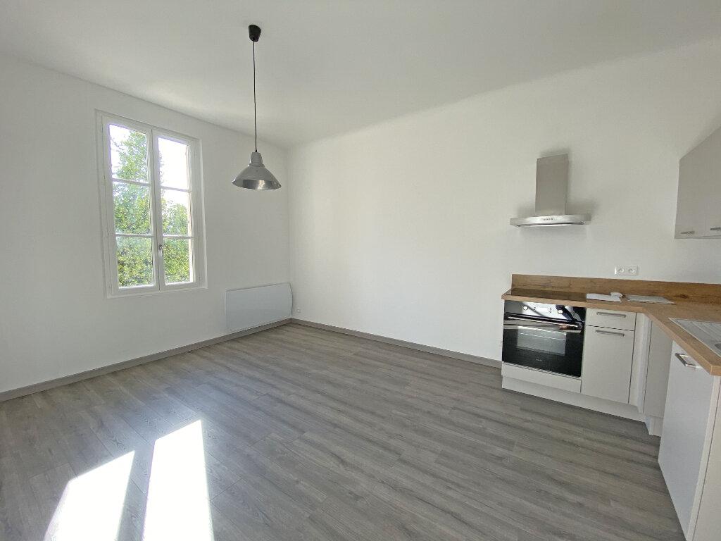 Appartement à louer 2 35.76m2 à Mandelieu-la-Napoule vignette-1