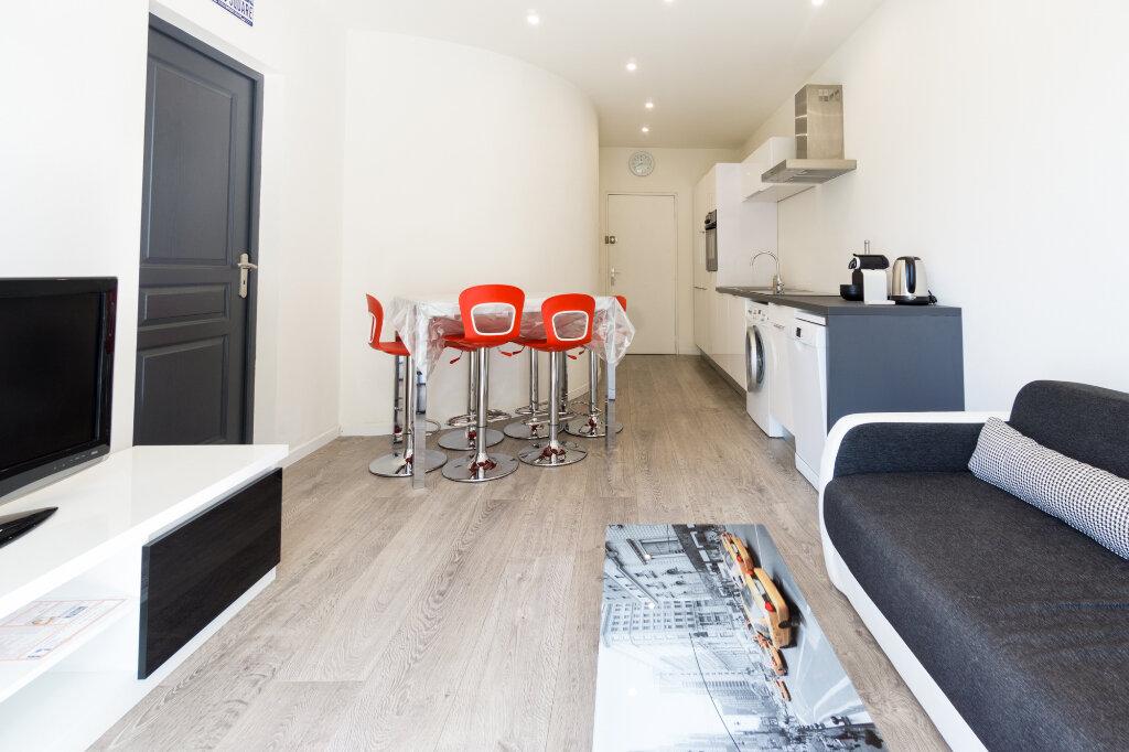 Appartement à louer 2 31.62m2 à Mandelieu-la-Napoule vignette-3