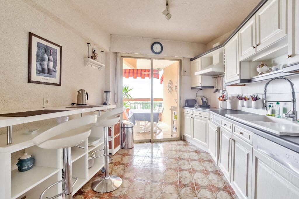 Appartement à louer 3 79.55m2 à Mandelieu-la-Napoule vignette-3
