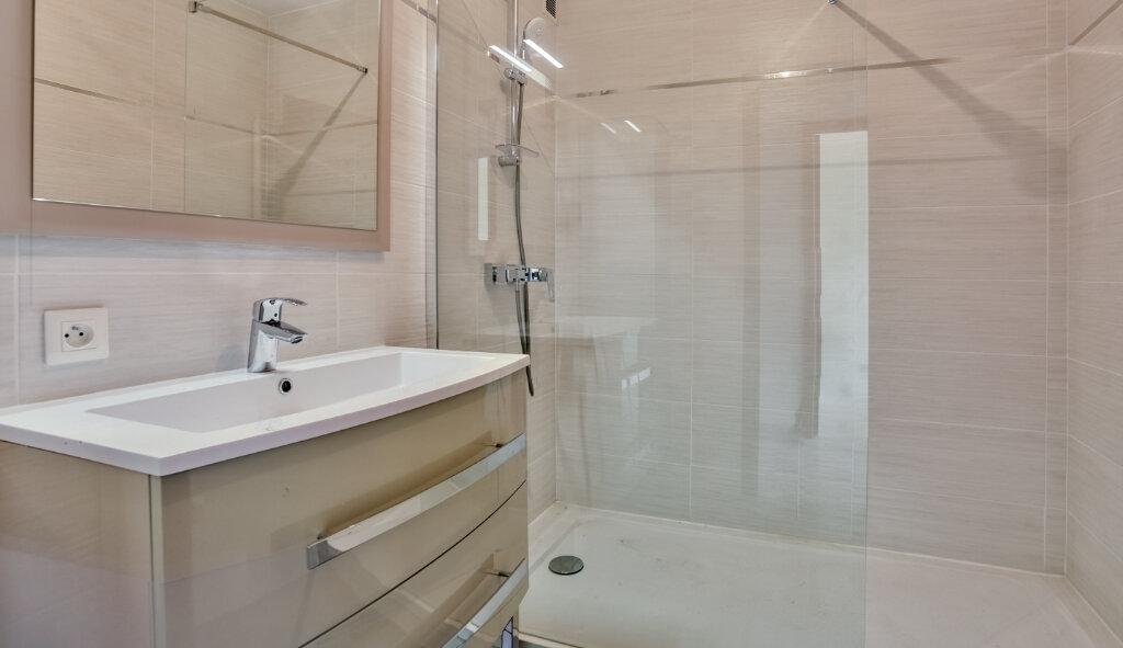 Appartement à louer 3 73.5m2 à Mandelieu-la-Napoule vignette-12