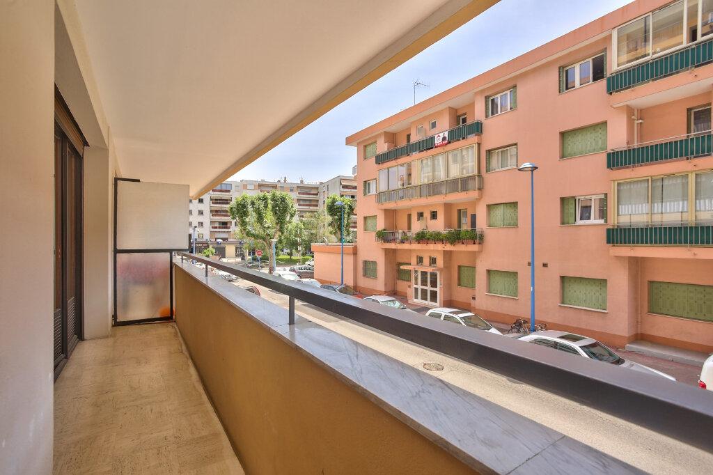 Appartement à louer 3 68.08m2 à Mandelieu-la-Napoule vignette-2