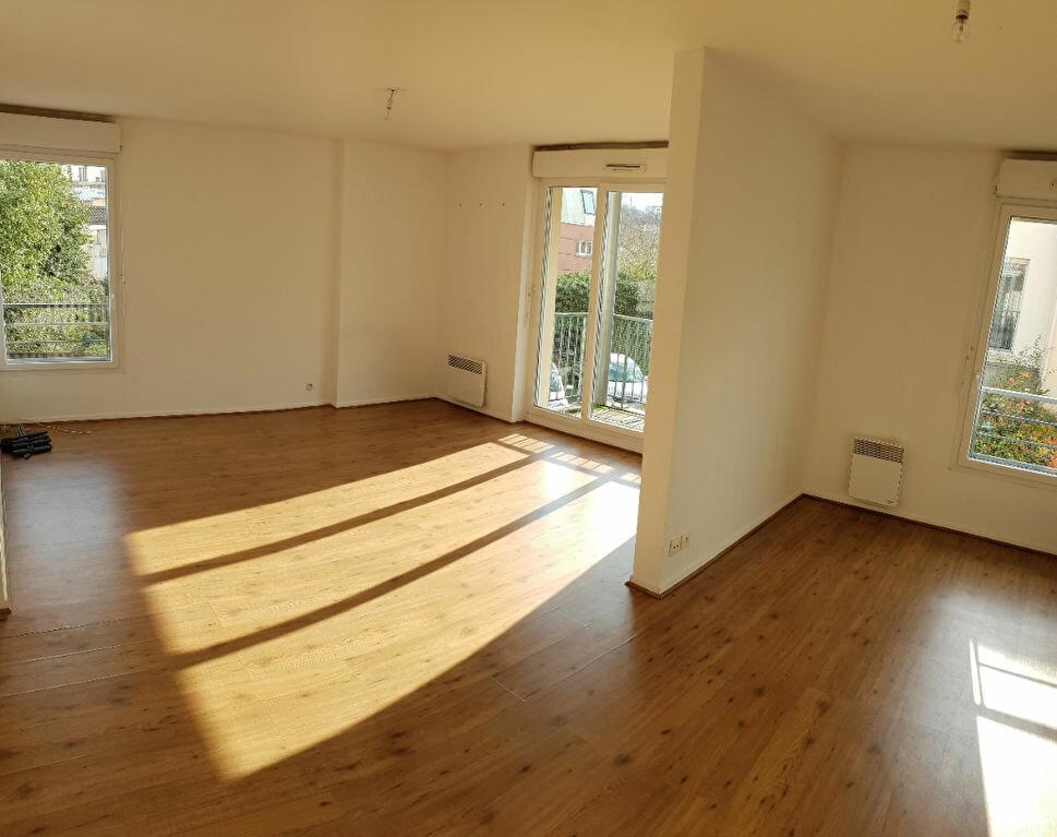 Appartement à louer 4 72m2 à Ivry-sur-Seine vignette-2