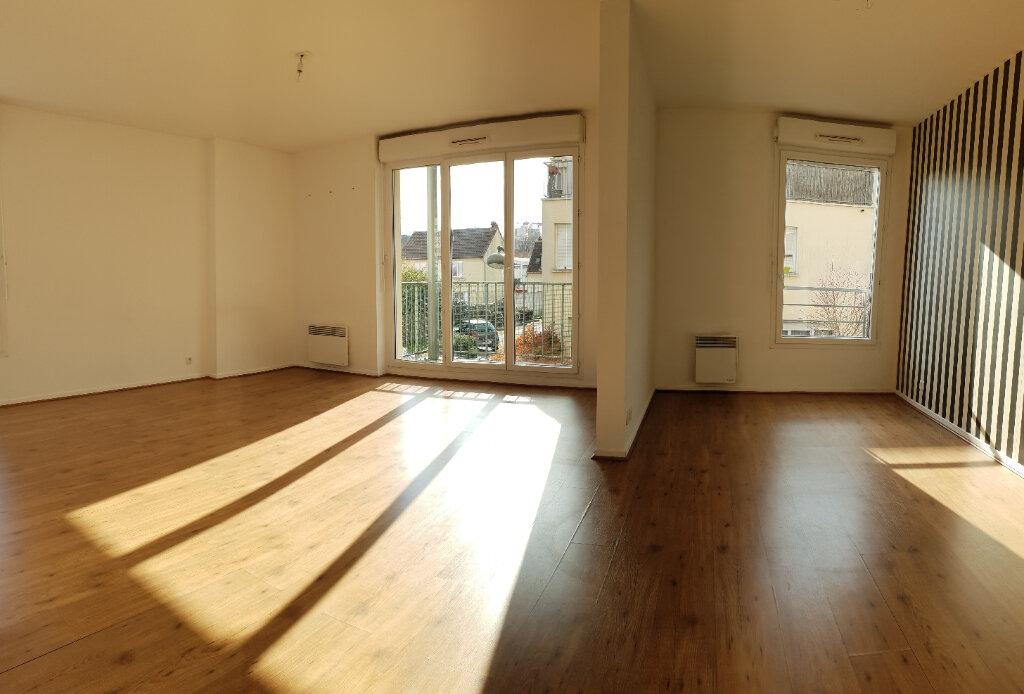Appartement à louer 4 72m2 à Ivry-sur-Seine vignette-3