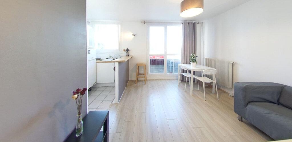 Appartement à vendre 1 27m2 à Fontenay-le-Fleury vignette-2