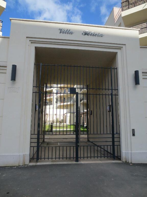 Appartement à louer 2 38m2 à Fontenay-le-Fleury vignette-1