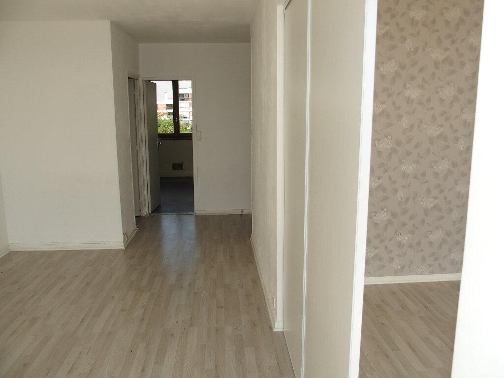 Appartement à vendre 3 64.6m2 à Fontenay-le-Fleury vignette-1