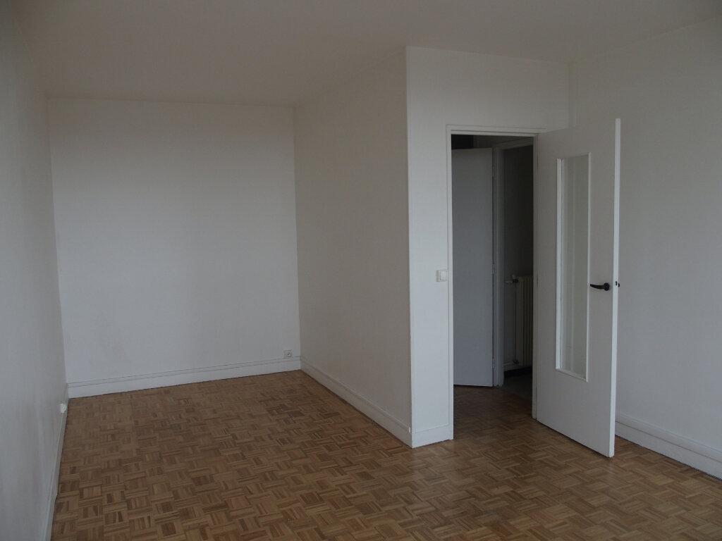 Appartement à vendre 1 28m2 à Fontenay-le-Fleury vignette-1
