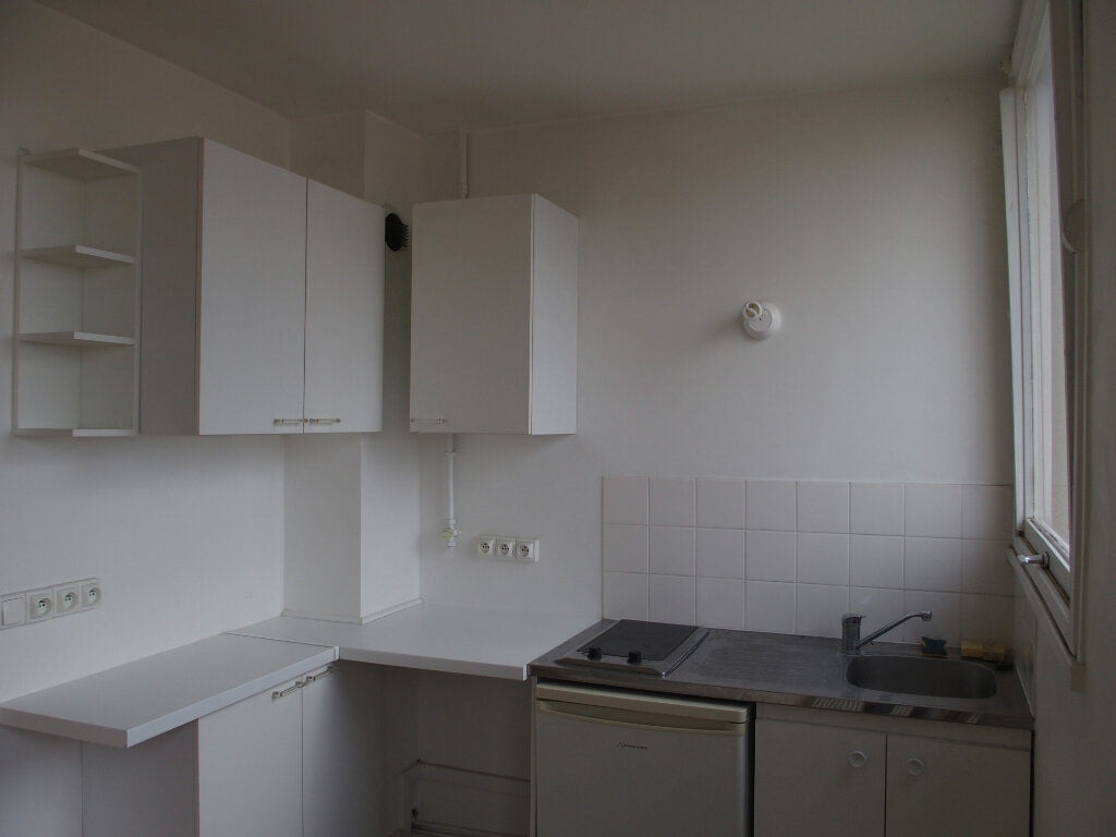 Appartement à vendre 1 28m2 à Fontenay-le-Fleury vignette-2