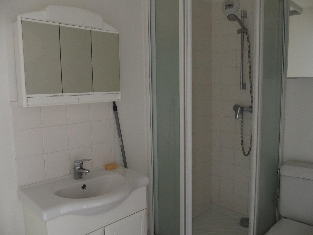 Appartement à vendre 1 28m2 à Fontenay-le-Fleury vignette-3