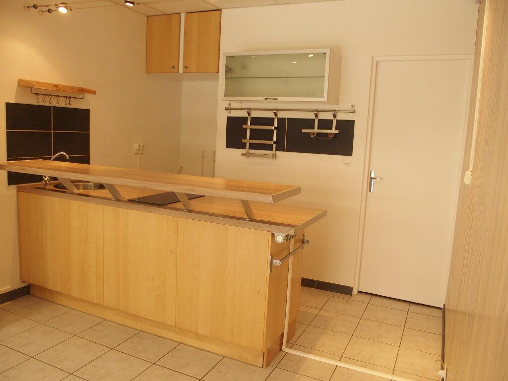 Appartement à louer 1 22m2 à Fontenay-le-Fleury vignette-2