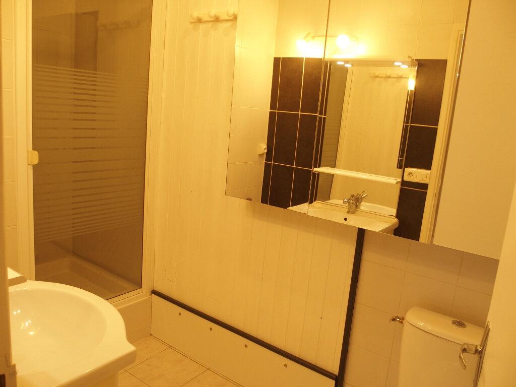 Appartement à louer 1 22m2 à Fontenay-le-Fleury vignette-3