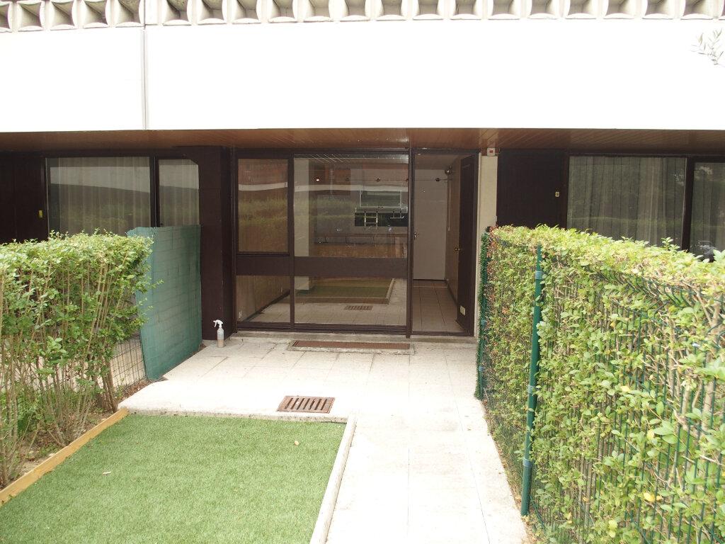 Appartement à louer 1 22m2 à Fontenay-le-Fleury vignette-5