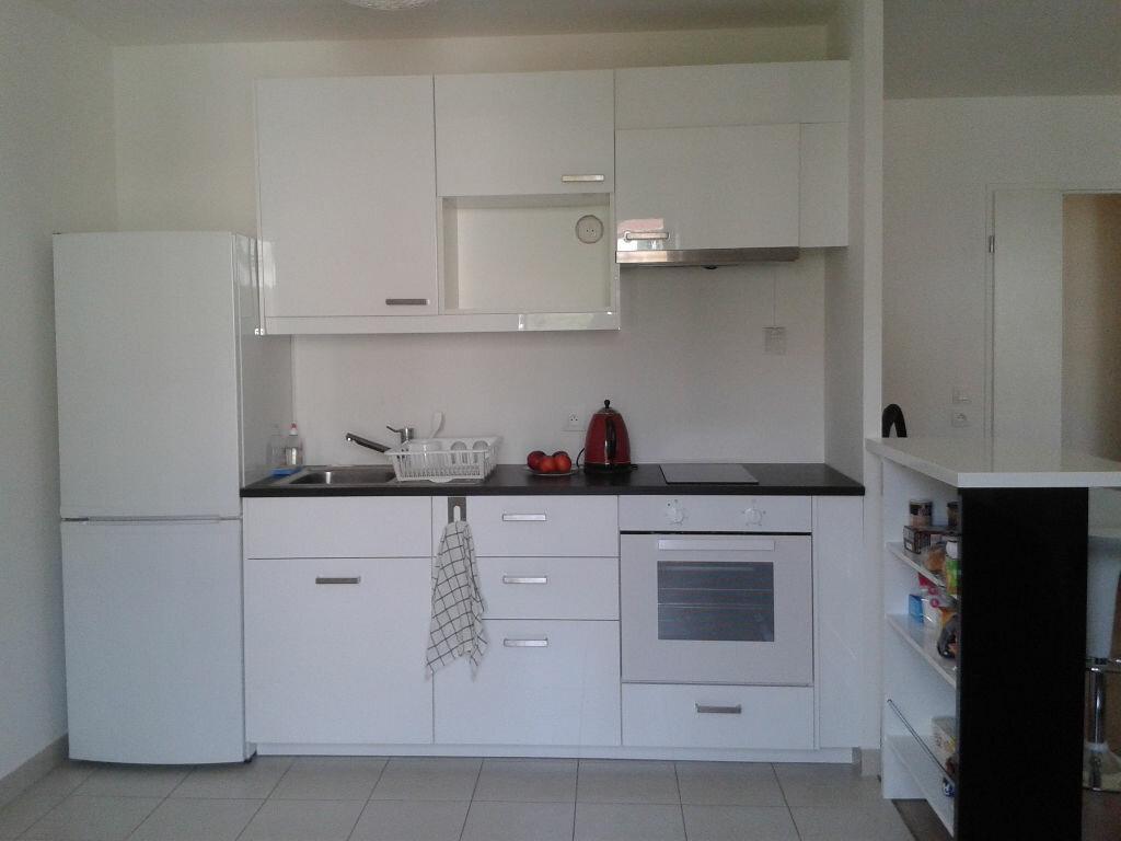 Appartement à louer 1 33m2 à Fontenay-le-Fleury vignette-1