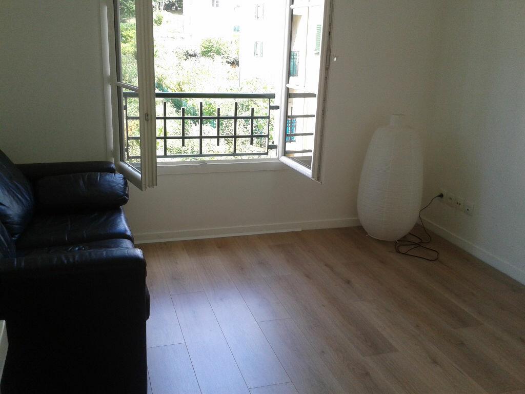 Appartement à louer 1 33m2 à Fontenay-le-Fleury vignette-2