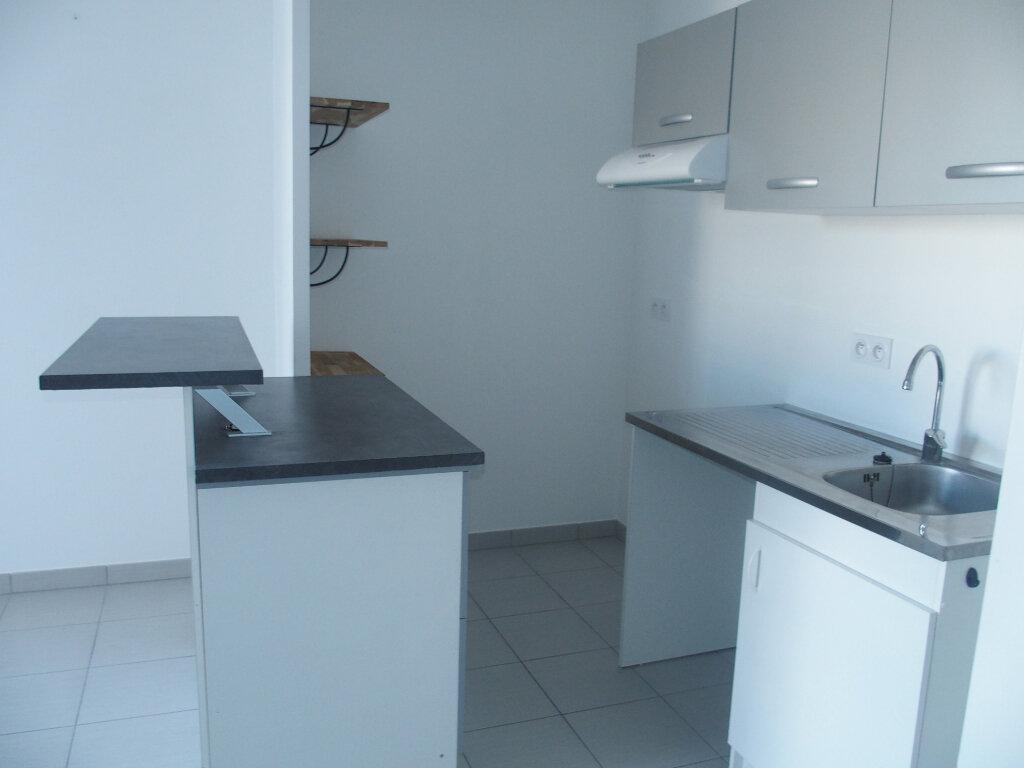 Appartement à louer 2 40m2 à Fontenay-le-Fleury vignette-2